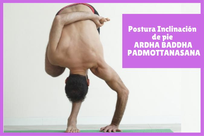 chico yogui haciendo Postura Inclinación de pie ARDHA BADDHA PADMOTTANASANA