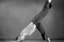 Posturas de yoga o asanas doblamientos hacia adelante