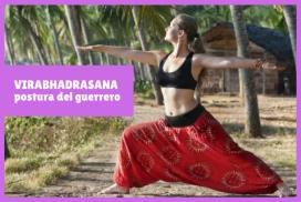 yogui en VIRABHADRASANA o la postura del guerrero