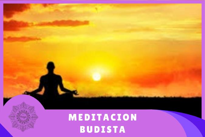 yogui realizando meditacion budista en el atardecer