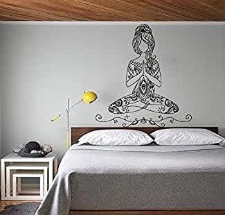 vinilo yoga en pared dibujo mujer